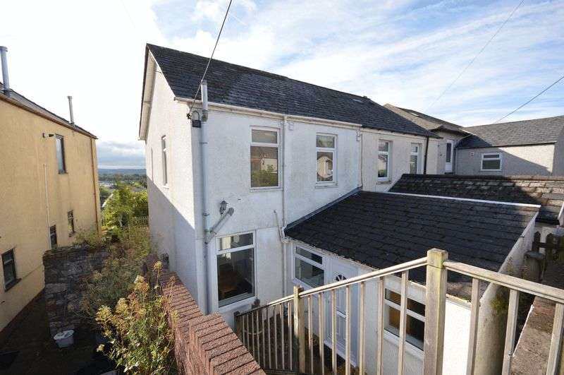 2 Bedrooms Semi Detached House for sale in Hill Top, Cwmbran