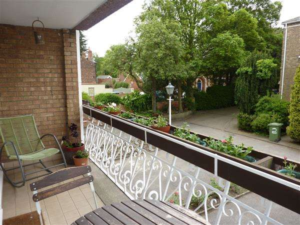 2 Bedrooms Apartment Flat for sale in SELMESTON COURT, GRIMSBY
