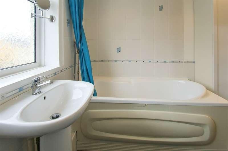3 Bedrooms Semi Detached House for sale in Birchgrove Road, Birchgrove, Swansea