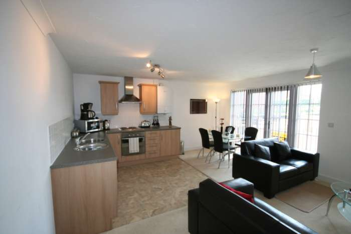 2 Bedrooms Apartment Flat for sale in Elphins Drive, Wilderspool Park, Warrington