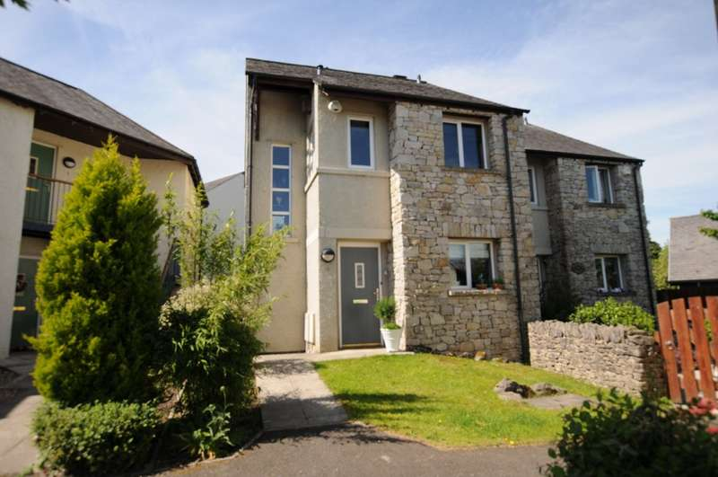 3 Bedrooms Semi Detached House for sale in Hunters Croft