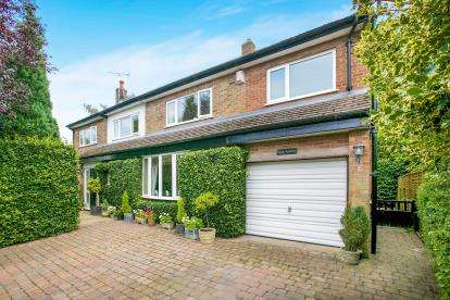 4 Bedrooms Detached House for sale in Henbury Rise, Henbury, Macclesfield, Cheshire