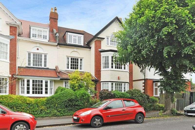 2 Bedrooms Flat for sale in Downs Park West, Westbury Park
