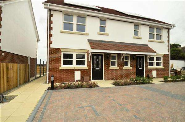 3 Bedrooms Semi Detached House for sale in Lydd, TN29