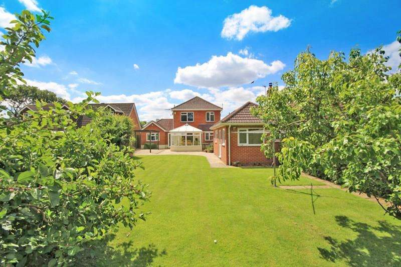 4 Bedrooms Detached House for sale in Croft Road, Neacroft, Christchurch