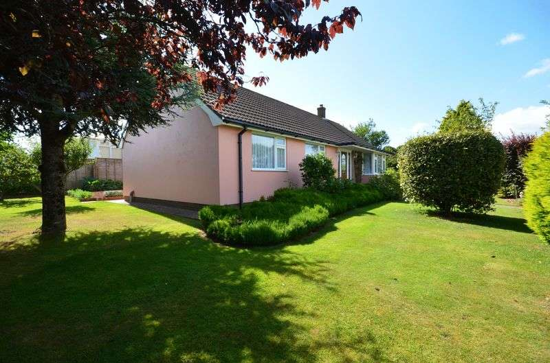 2 Bedrooms Bungalow for sale in NORTH BOUNDARY ROAD BRIXHAM