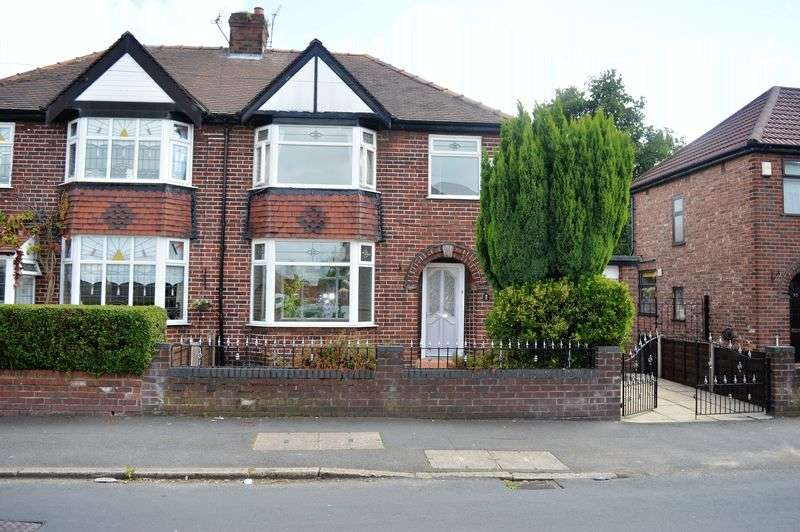 3 Bedrooms Semi Detached House for sale in Town Lane, Denton