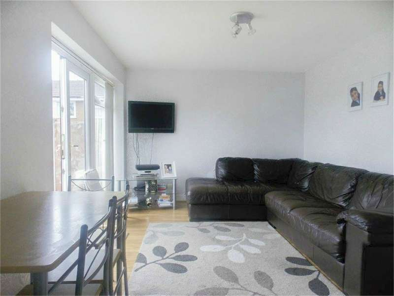 2 Bedrooms Flat for sale in Somerton Road, Breightmet, Bolton, Lancashire