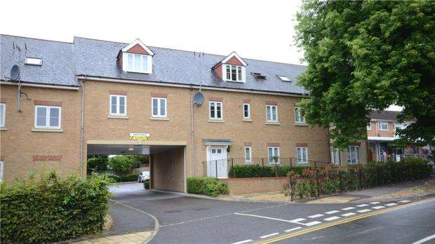 2 Bedrooms Apartment Flat for sale in Westgate, 1 Highway Avenue, Maidenhead