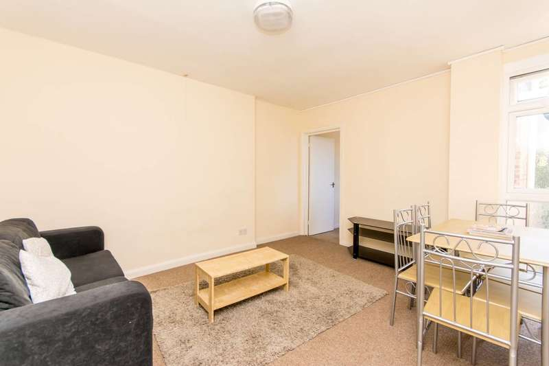3 Bedrooms Flat for sale in Goldhawk Road, Shepherd's Bush, W12