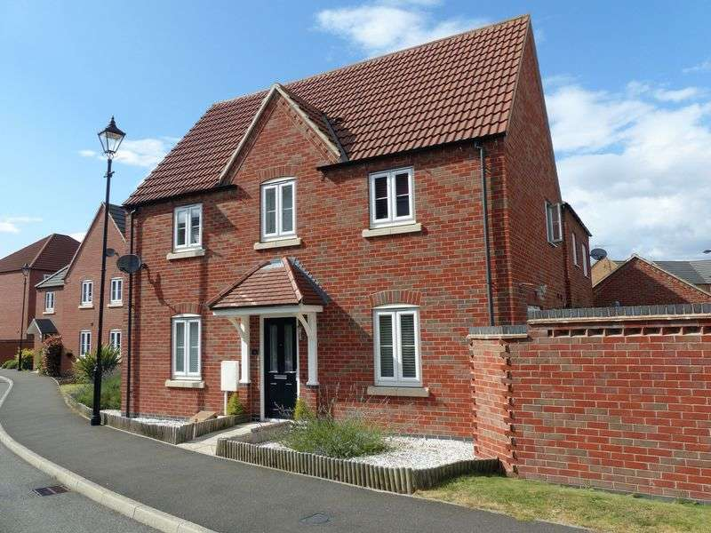 3 Bedrooms Detached House for sale in Greenfinch Crescent, Witham St Hughs