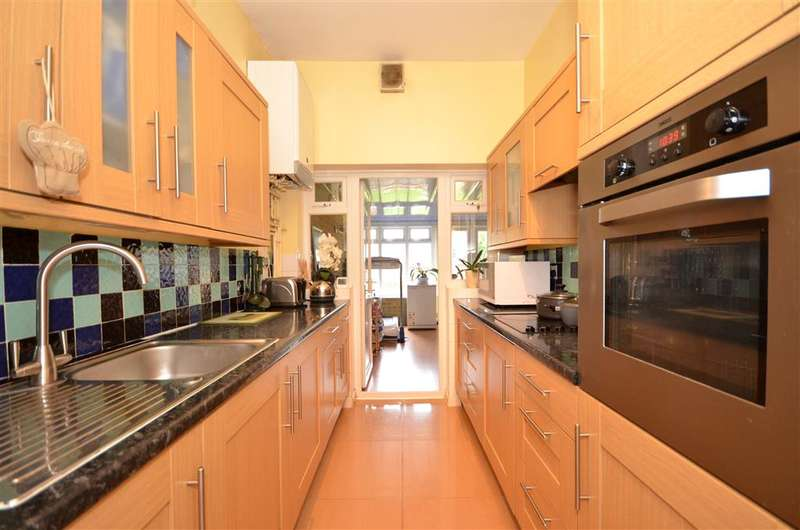 6 Bedrooms Detached House for sale in Barclay Road, Leytonstone