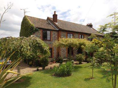 3 Bedrooms Semi Detached House for sale in Sidestrand, Cromer, Norfolk