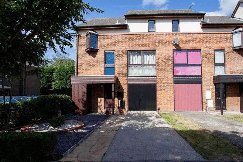 3 Bedrooms Terraced House for sale in Rosewood Lane, Shoeburyness