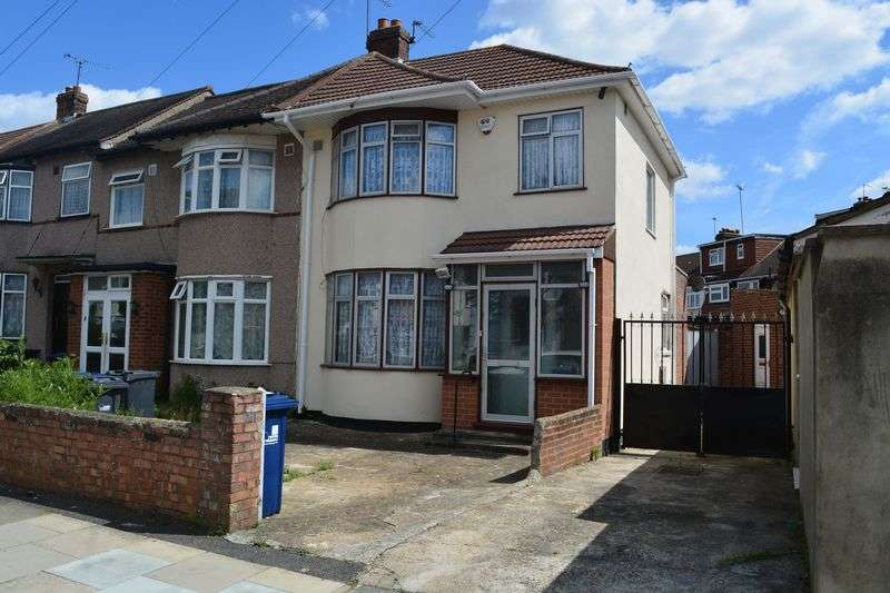 3 Bedrooms Terraced House for sale in Rutland Road, Southall