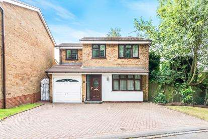 4 Bedrooms Detached House for sale in Canterbury Way, Heath Hayes, Cannock, Staffs