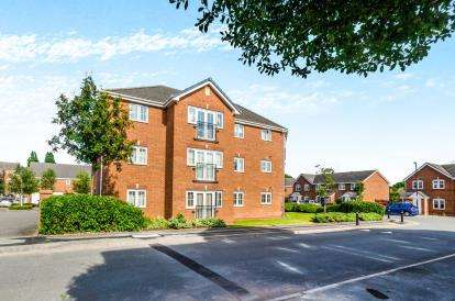 2 Bedrooms Flat for sale in Squires Grove, Willenhall, West Midlands