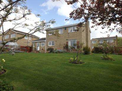 4 Bedrooms Detached House for sale in Dovedale Close, Burnley, Lancashire