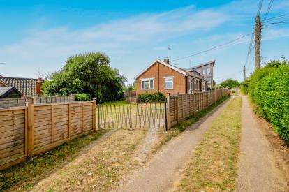 2 Bedrooms Bungalow for sale in Reydon, Southwold, Suffolk