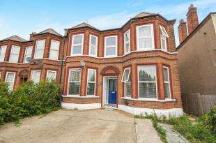 2 Bedrooms Flat for sale in Hither Green Lane, Hither Green, Lewisham, London
