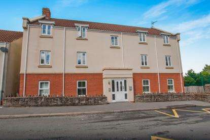 2 Bedrooms Flat for sale in Leaze Close, Thornbury, Bristol, Gloucestershire