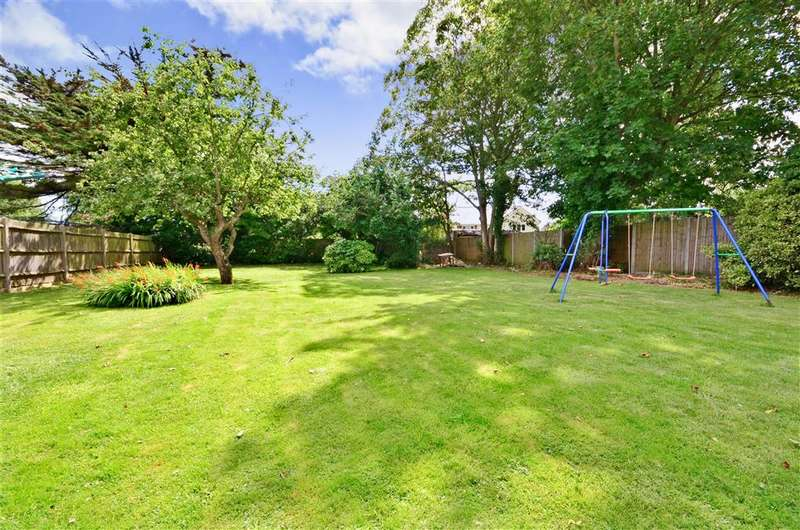 5 Bedrooms Detached House for sale in St. Andrews Road, Littlestone, Kent