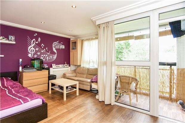 3 Bedrooms Flat for sale in Whitlock Drive, LONDON, SW19 6SH