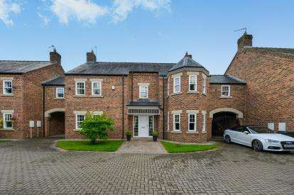6 Bedrooms Detached House for sale in Monkend Gardens, South Parade, Croft On Tees, Darlington