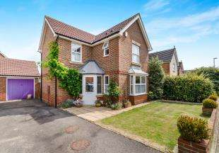 3 Bedrooms Detached House for sale in Coppard Gardens, Chessington, Surrey