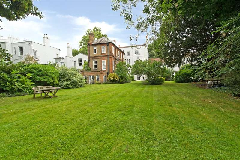 1 Bedroom Flat for sale in Stamford House, 23 West Side Common, Wimbledon Village, London, SW19