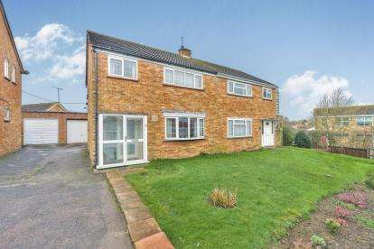 3 Bedrooms Semi Detached House for sale in Glastonbury Close, Bletchley, Milton Keynes