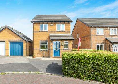 3 Bedrooms Detached House for sale in Foxcroft, Burnley, Lancashire