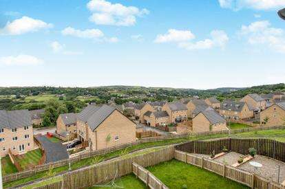 3 Bedrooms End Of Terrace House for sale in Bramling Cross Court, Halifax, West Yorkshire, Halifax