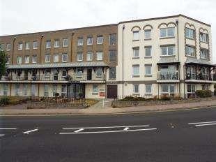1 Bedroom Flat for sale in Homefleet House, Wellington Crescent, Ramsgate, Kent