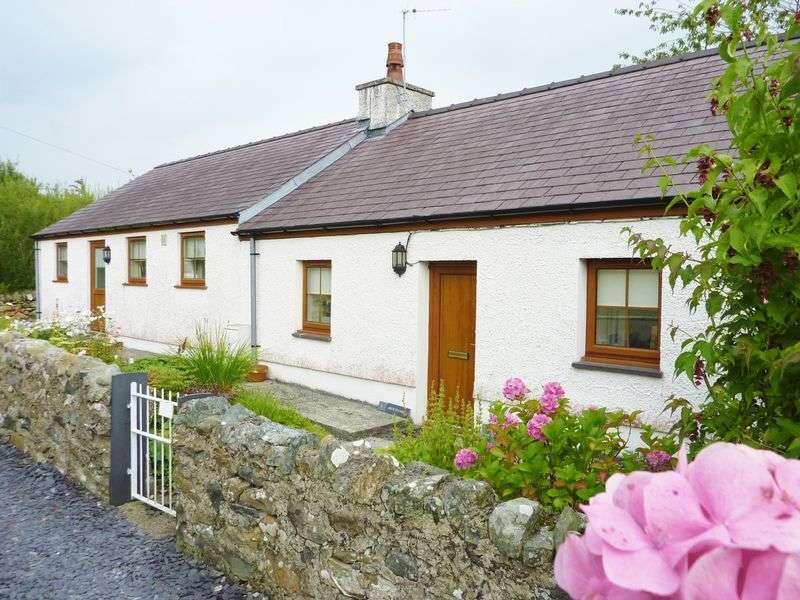 3 Bedrooms Semi Detached House for sale in Groeslon, Caernarfon, Gwynedd.