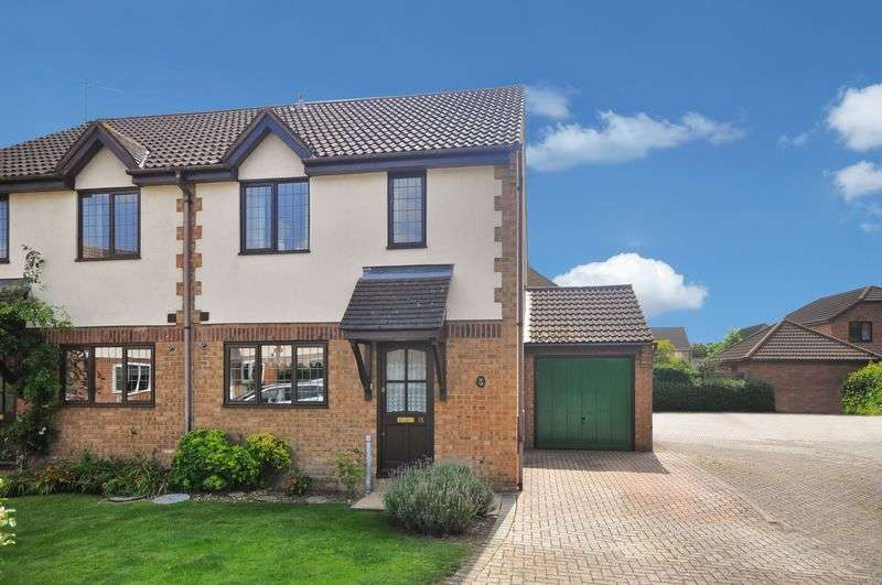 3 Bedrooms Semi Detached House for sale in Lapwing Close, Bicester