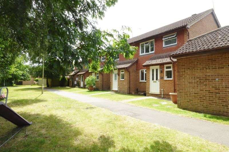 3 Bedrooms Terraced House for sale in Cranberry Walk, Hawley