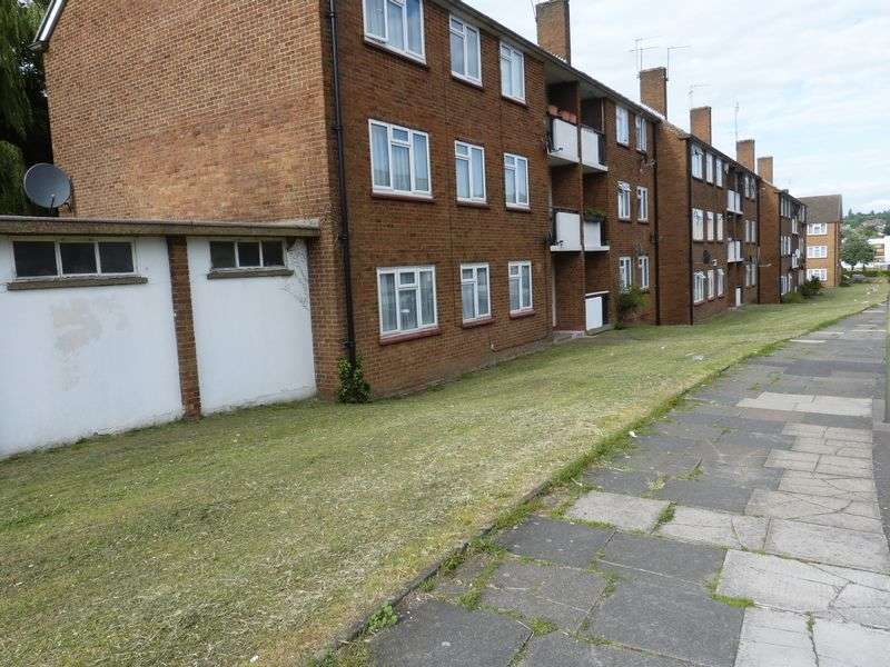 1 Bedroom Flat for sale in TWO BEDROOM FLAT FOR SALE!! SALE!!-Rushgrove Avenue, London