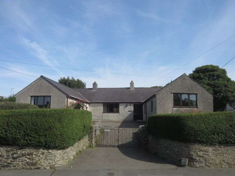 4 Bedrooms Detached Bungalow for sale in Madyn Road, Amlwch