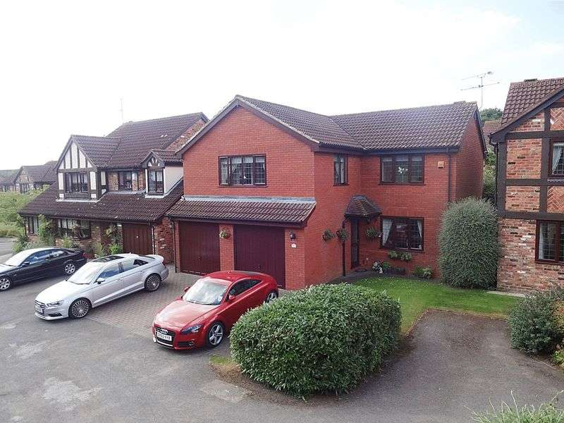 5 Bedrooms Detached House for sale in County View