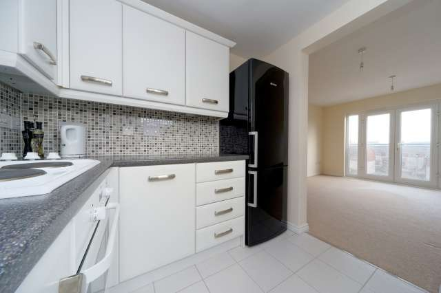 2 Bedrooms Flat for sale in Dockers Gardens, Ardrossan, North Ayrshire, KA22 8GB