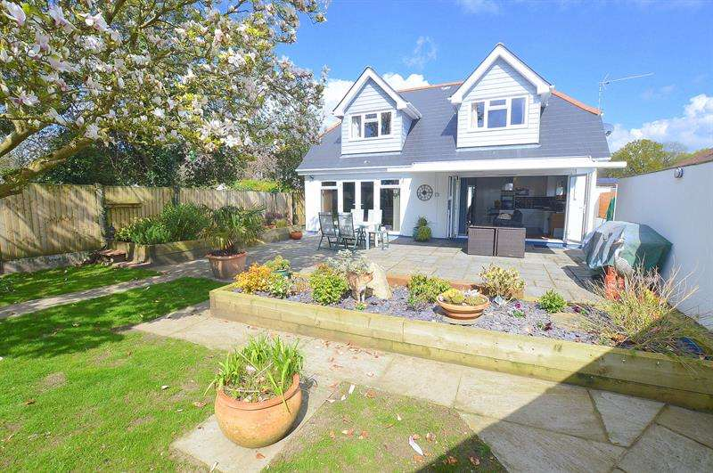 3 Bedrooms Chalet House for sale in Leigh Road, Wimborne