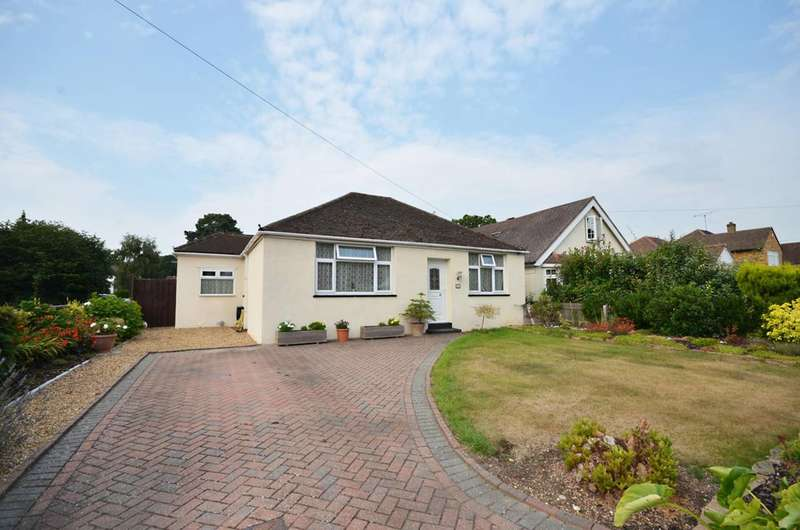 3 Bedrooms Bungalow for sale in Pinewood Avenue, New Haw, KT15