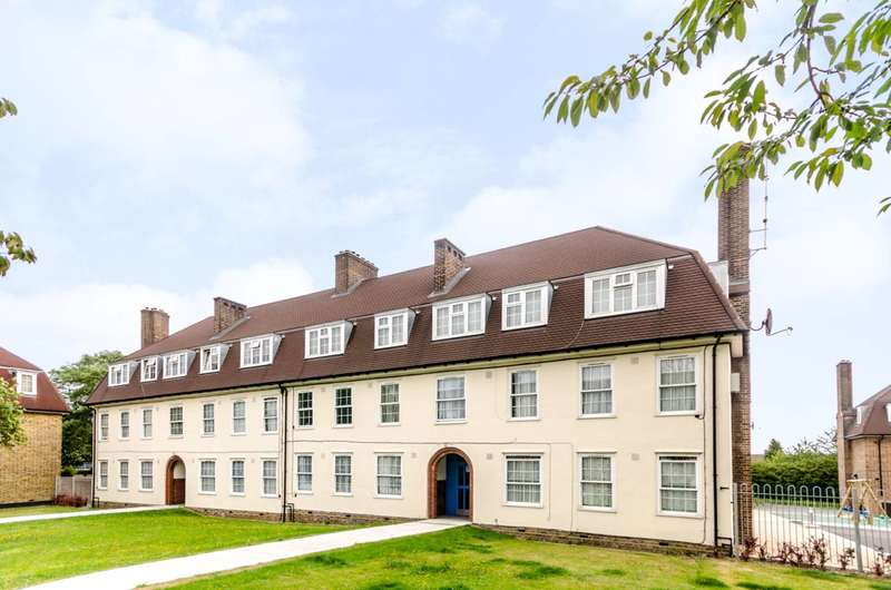 2 Bedrooms Flat for sale in Dunfield Road, Beckenham Hill, SE6
