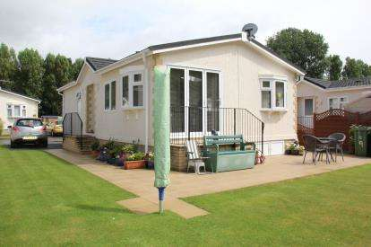 2 Bedrooms Bungalow for sale in Leigham Manor Drive, Plymouth.