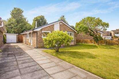3 Bedrooms Bungalow for sale in Cherry Wood, Penwortham, Preston, Lancashire, PR1