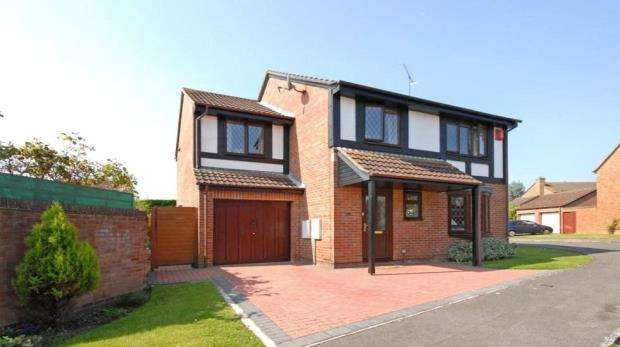 5 Bedrooms Detached House for sale in Tamarind Way, Earley, Reading