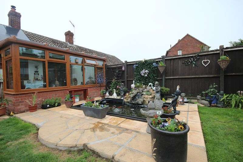 2 Bedrooms Semi Detached Bungalow for sale in Bawburgh Road, Norwich