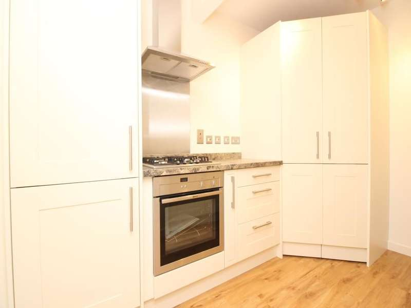 2 Bedrooms Flat for sale in Hill Lane, Southampton, SO15