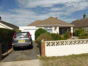 3 Bedrooms Bungalow for sale in Seaview Road, Greatstone, New Romney